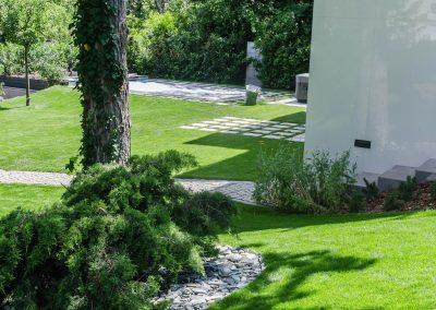 hangya kert, kertfenntartás, kertépítés, kerttervezés fűnyírás, öntözőrendszer építés, öntözőrendszer telepítés, öntözőrendszer tervezés, kertfenntartás Budán heti rendszerességgel, kert gondozás, sövény nyírás, kertész szakember Buda, kertépítő vállalkozás Budán, kerttervező szakember Budán, kertfenntartó Buda